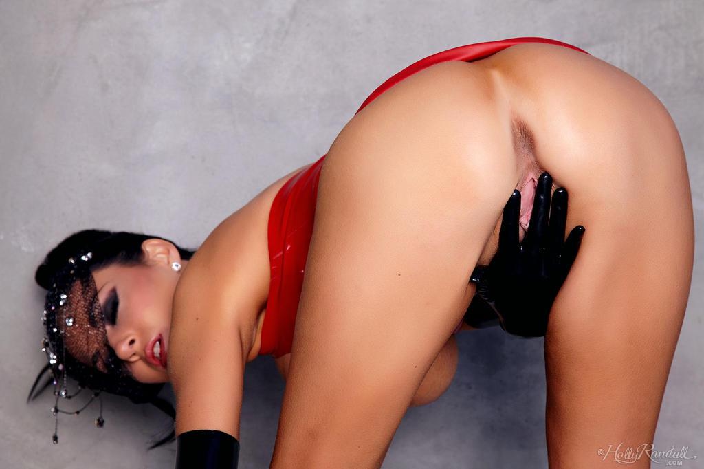 Isabella Fierra Red Latex Femjoyhunter 1