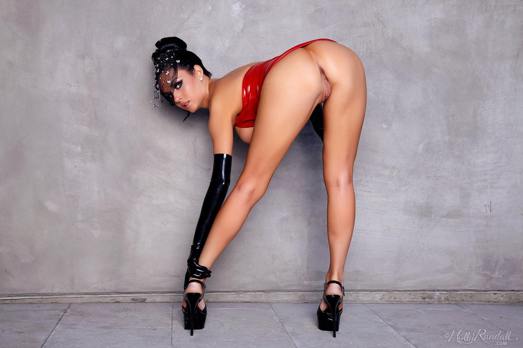 Isabella Fierra Red Latex Pornpic 1