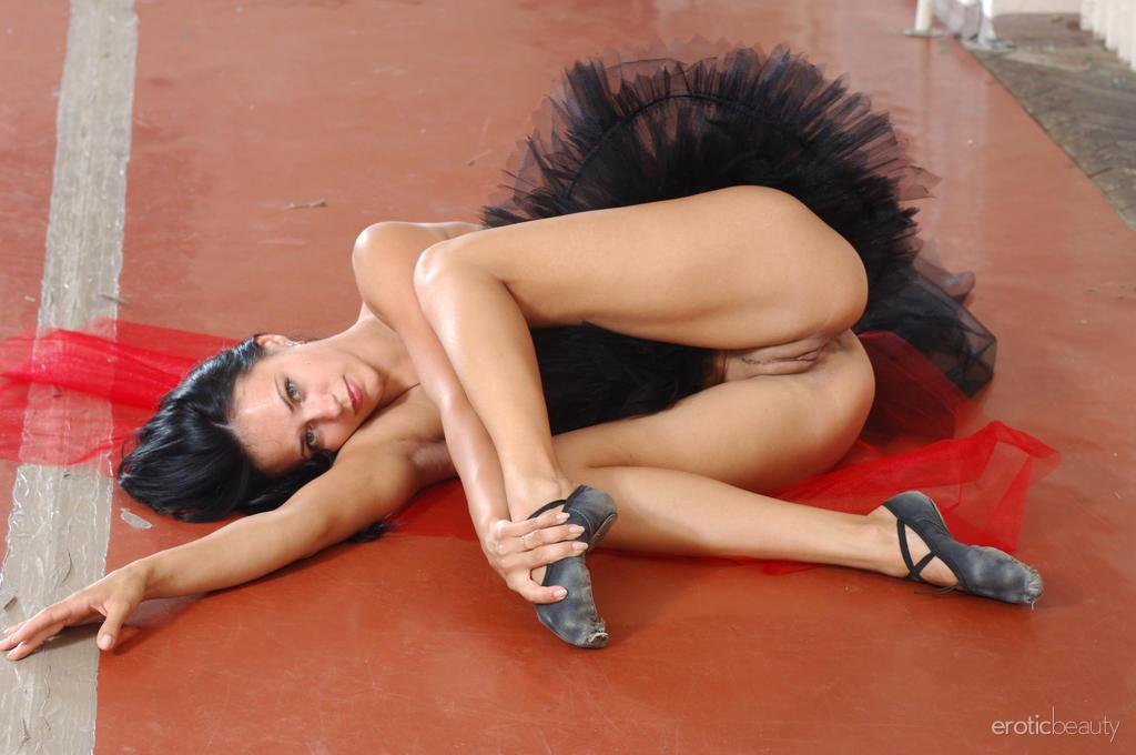 голые танцовщицы фото бесплатно