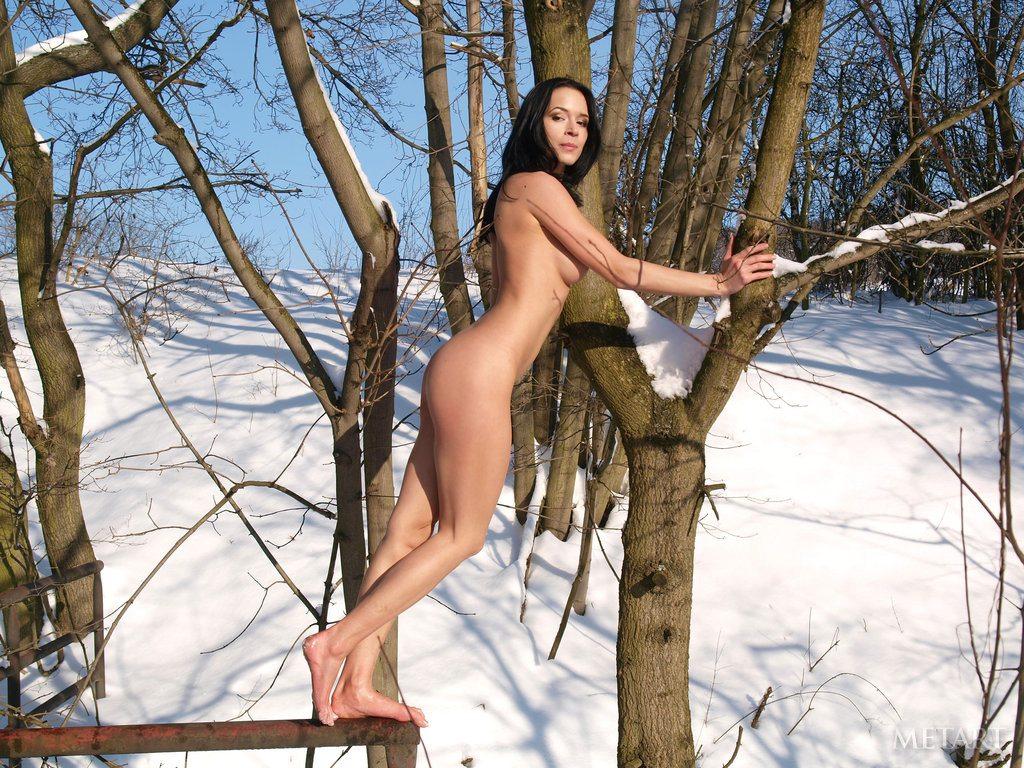 Эротика босиком на снегу